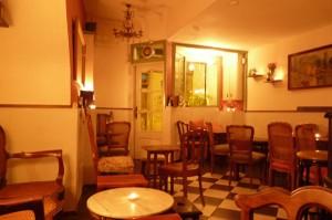 Timeline Bar: un túnel del tiempo en Gràcia
